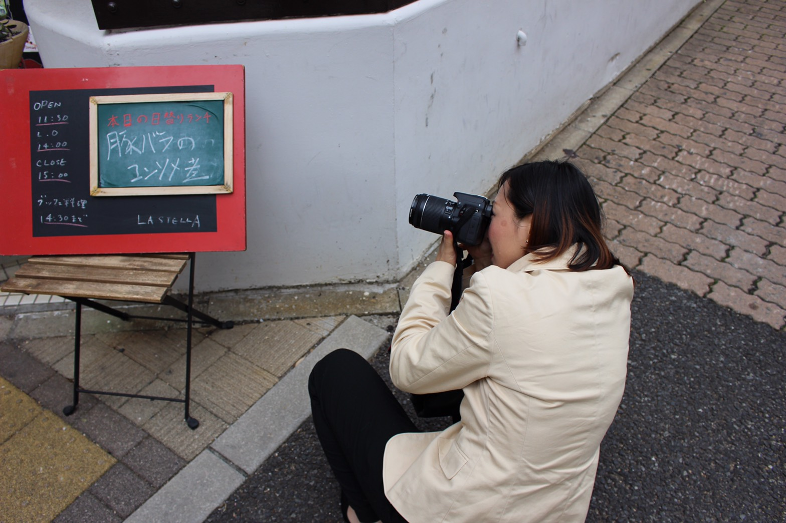 カメラポーズの決まっている恭子さん