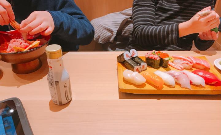 妻と息子と回転寿司『すし鮮』