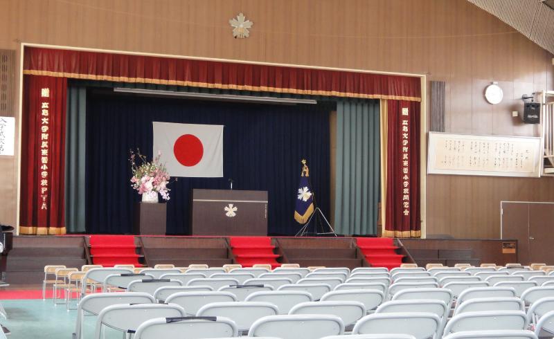 今日は息子の小学校の卒業式