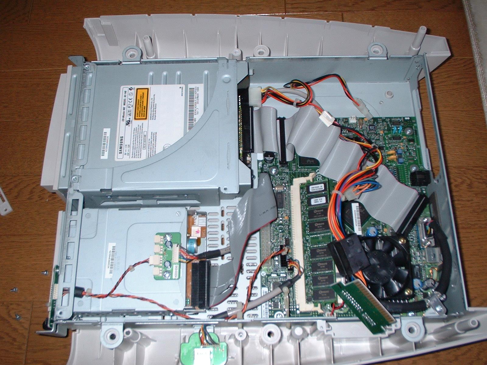 Gatewayデスクトップパソコン内部