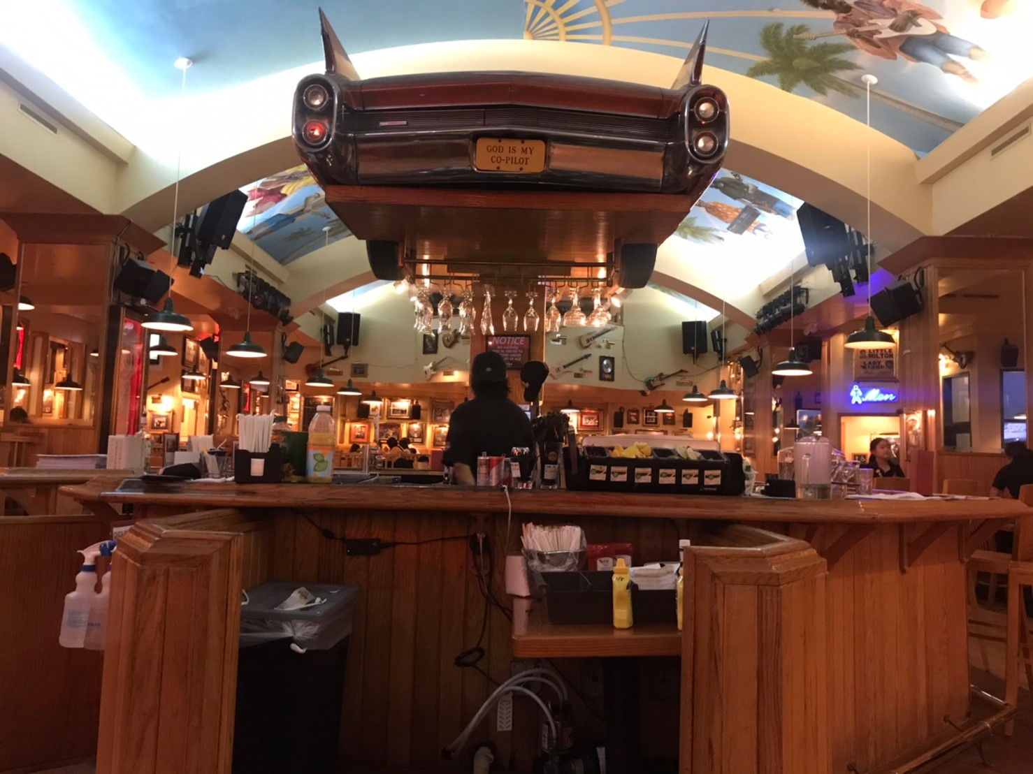 ハードロックカフェ店内1