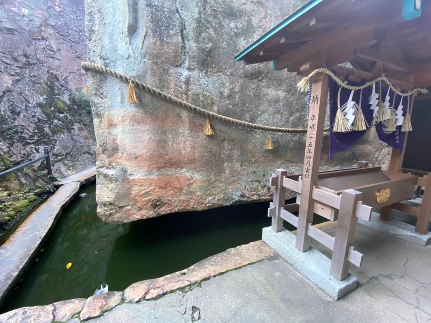 生石神社の浮石