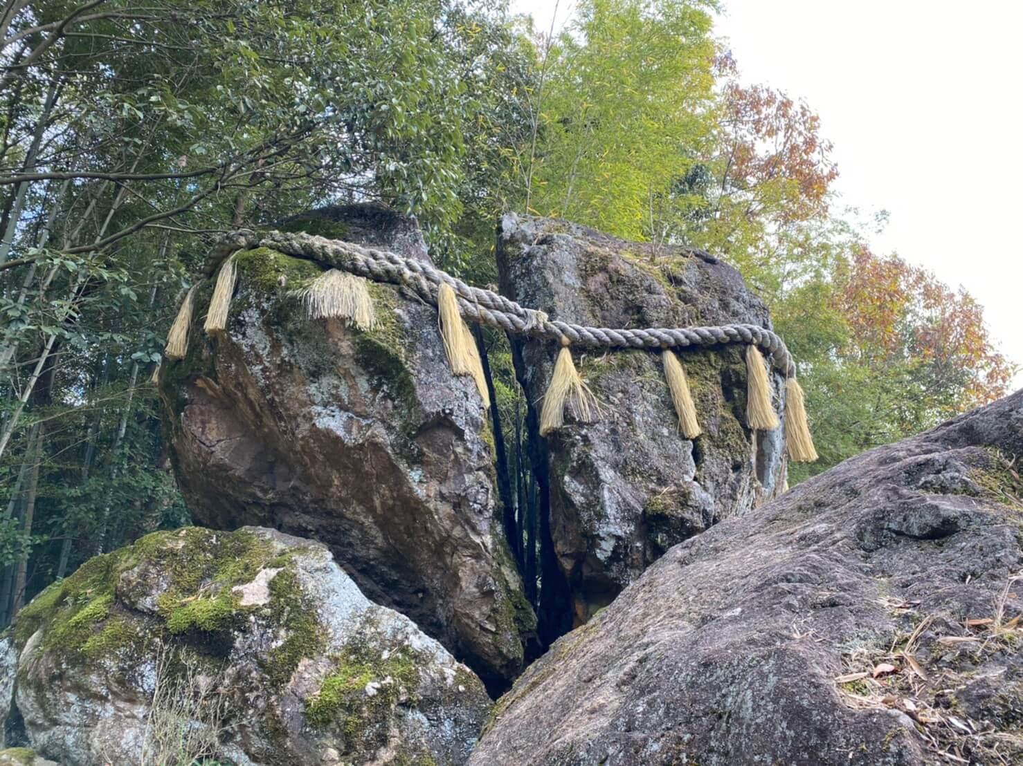 破磐神社起源の大磐石 われ岩破磐神社起源の大磐石 われ岩